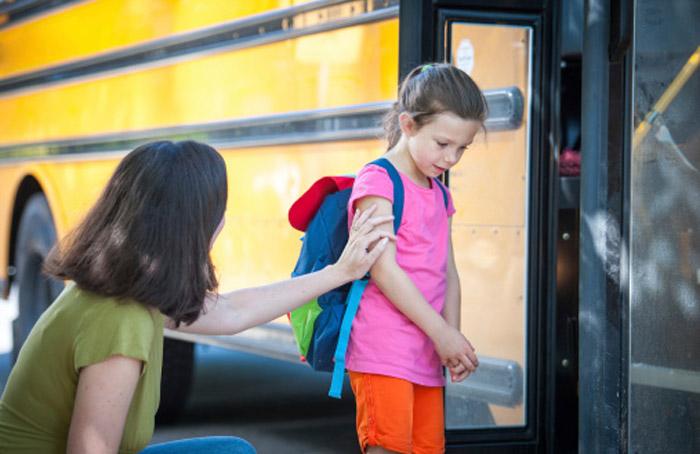 ผลการค้นหารูปภาพสำหรับ ลูกไม่ยอมไปโรงเรียน