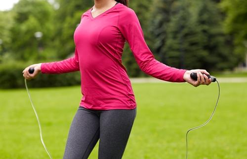 5 ประโยชน์จากการกระโดดเชือก thaihealth