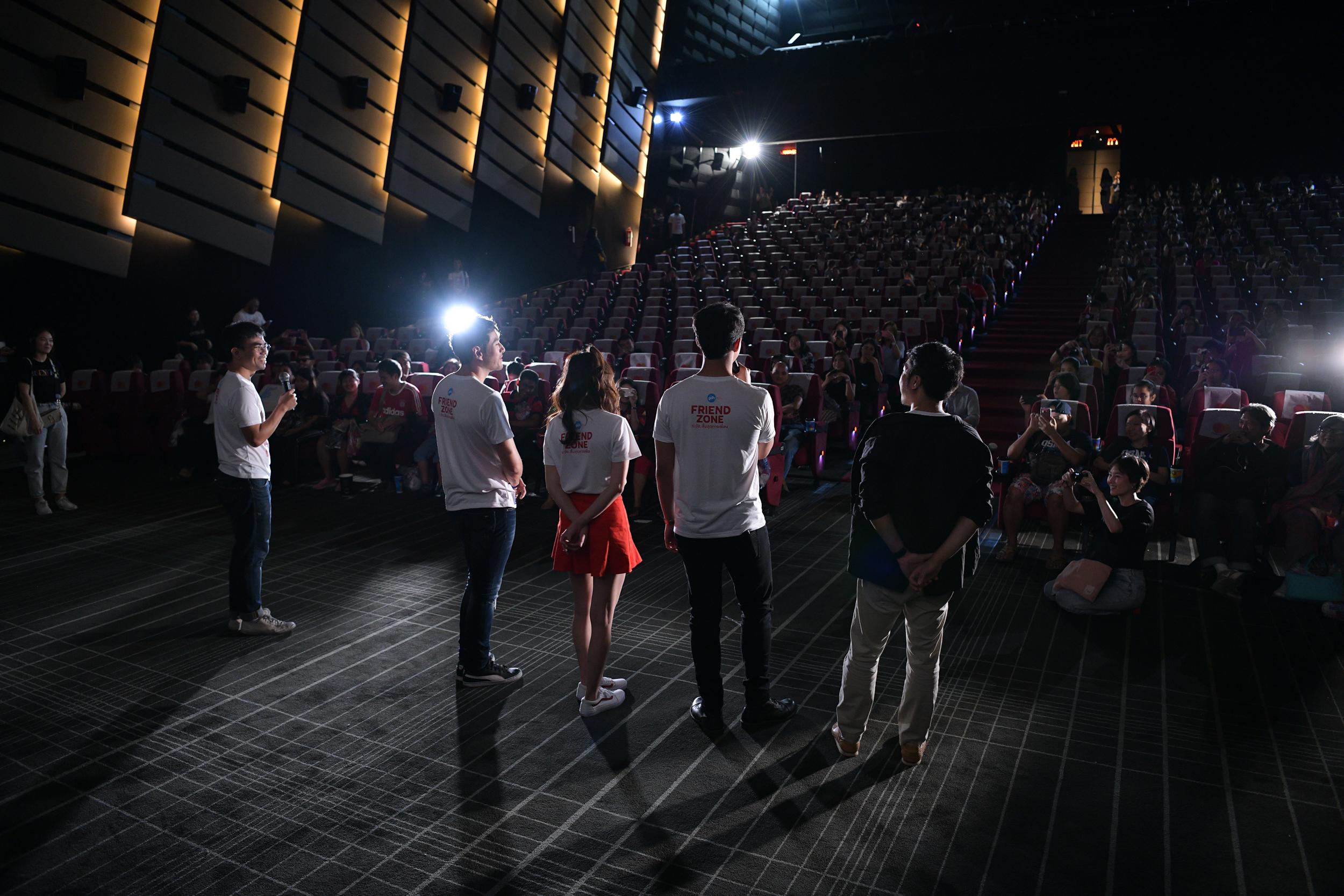 'นาย-ใบเฟิร์น' เซอร์ไพรส์คนดู ในรอบพิเศษหนัง 'Friend Zone' thaihealth