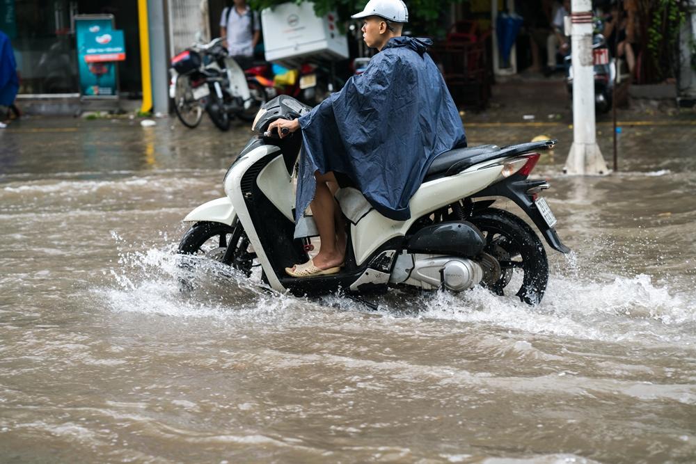 7 วิธีขับขี่ ช่วงฝนตกและน้ำท่วมขัง ป้องกันอุบัติเหตุทางถนน thaihealth