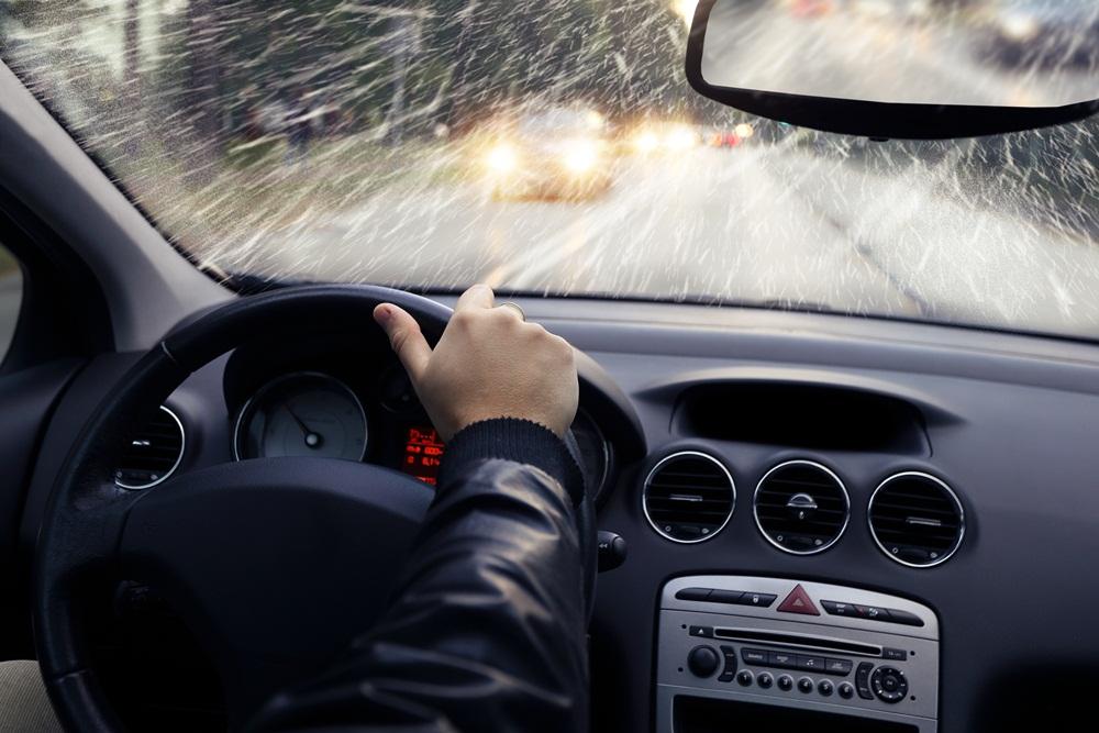 กรมควบคุมโรค แนะ 7 วิธีขับขี่ปลอดภัยในช่วงฝนตกลมแรง thaihealth