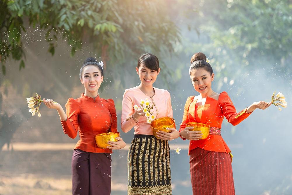 ถนนข้าวก้นบาตรอินทร์บุรี-ย้อนยุคปีใหม่ไทย thaihealth