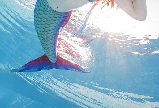 ไม่ควรให้เด็กใส่หางนางเงือกหรือครีบฉลาม ป้องกันจมน้ำ thaihealth