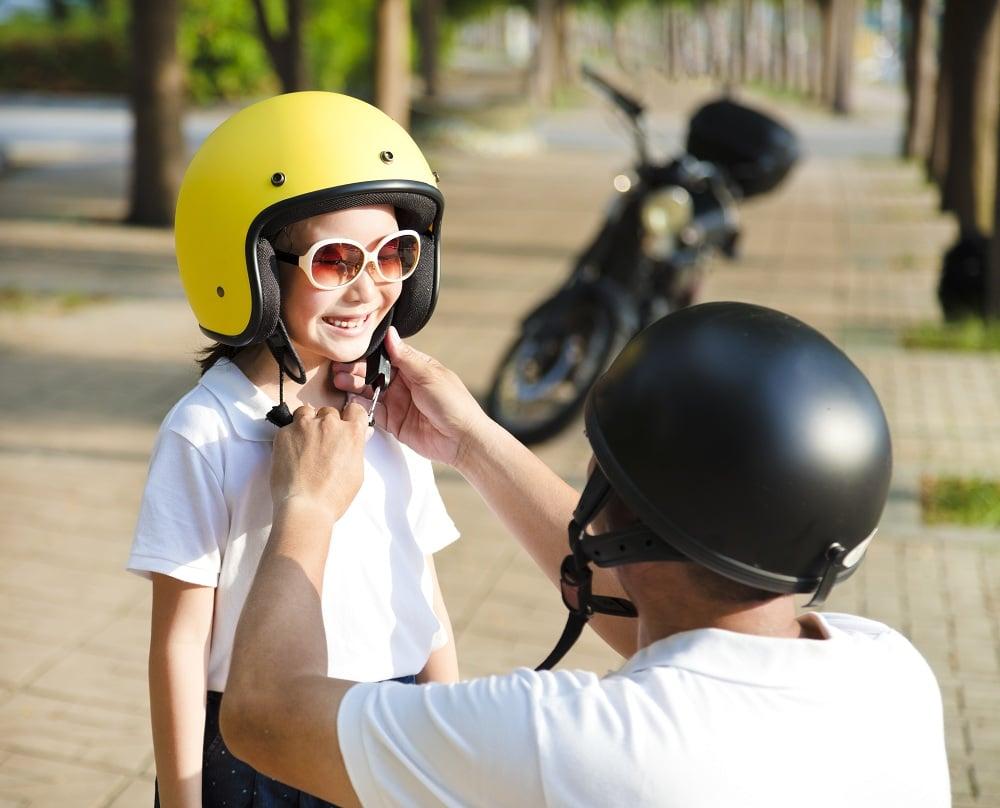 'สวมหมวกกันน็อก' ให้ลูก ลดเจ็บ-ตายจากอุบัติเหตุ thaihealth