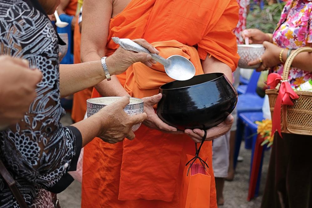 แนะถวายภัตตาหารแด่พระสงฆ์ให้ถูกหลักโภชนาการ thaihealth