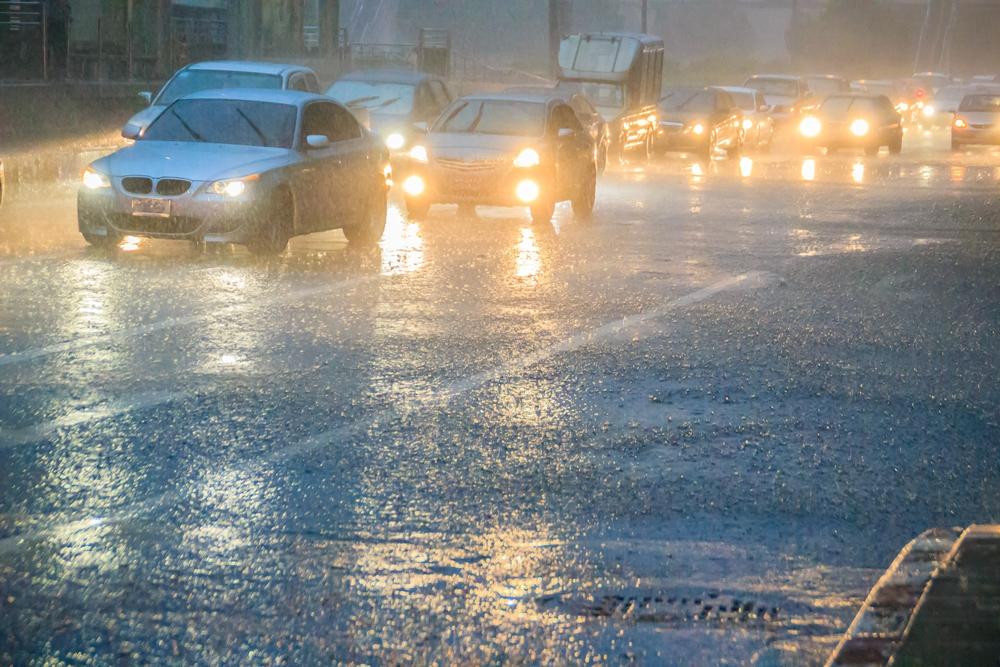 ฝนกระหน่ำกรุง ร้อยละ 60 ระวังอันตราย thaihealth