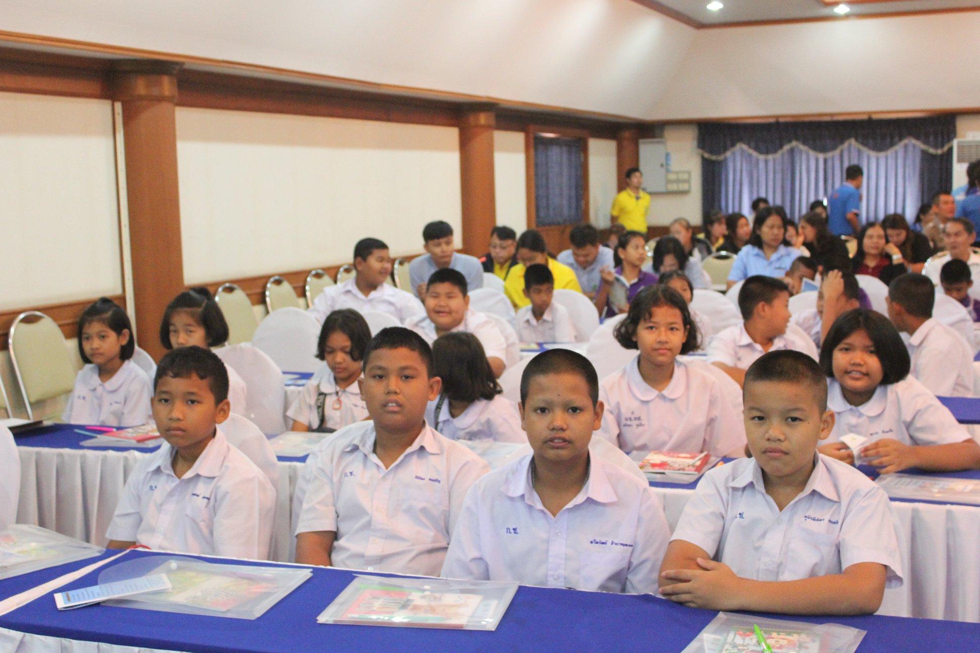 สิงห์บุรีรณรงค์ลด อุบัติเหตุหน้าโรงเรียน thaihealth
