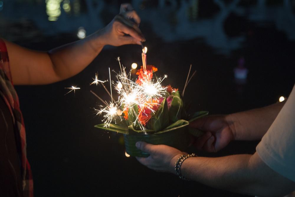 แนะเสริมความผูกพันในครอบครัวด้วยเทศกาลลอยกระทง thaihealth