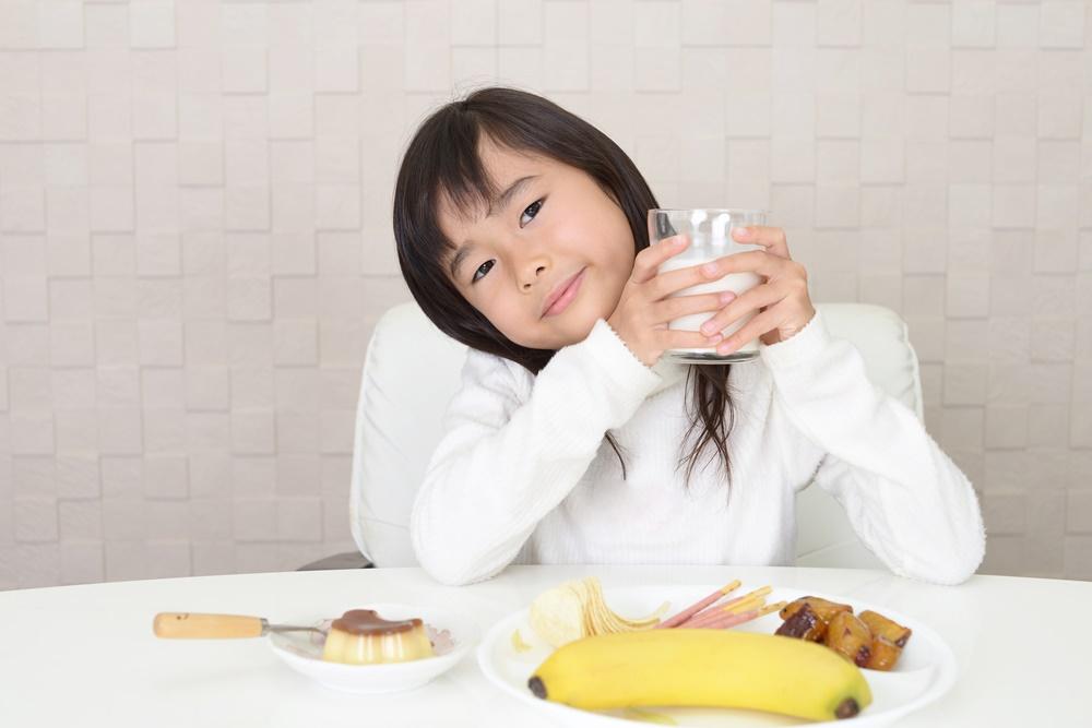 เด็กเล็กเสี่ยงอ้วน หากกินโปรตีนมากเกินไป thaihealth