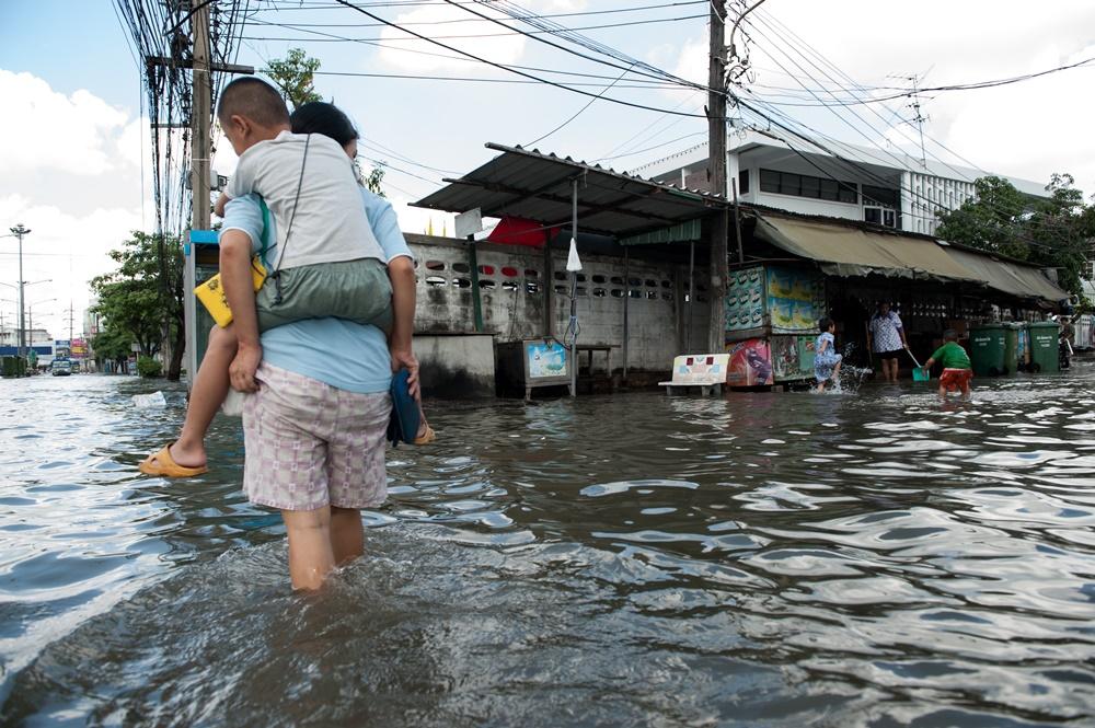 แนะระวังโรคและภัยสุขภาพที่มากับน้ำท่วมและน้ำป่าไหลหลาก thaihealth