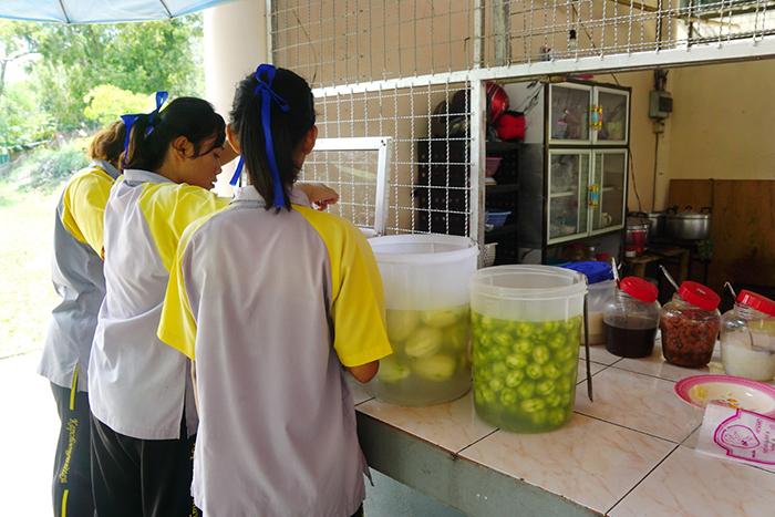 กาบเชิง รณรงค์สุขภาวะชุมชนสถานศึกษาปลอดผลไม้ดอง thaihealth