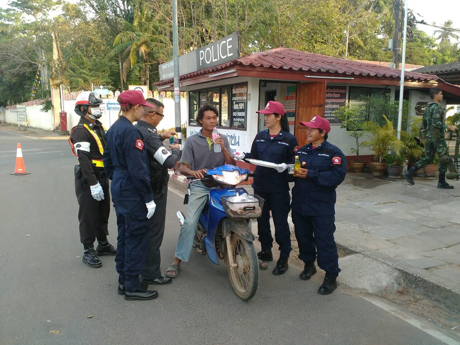 สสส. - ตำรวจภูธรภาค 4 หนุนกองร้อยน้ำหวาน ช่วยภารกิจสู้โควิด-19 thaihealth