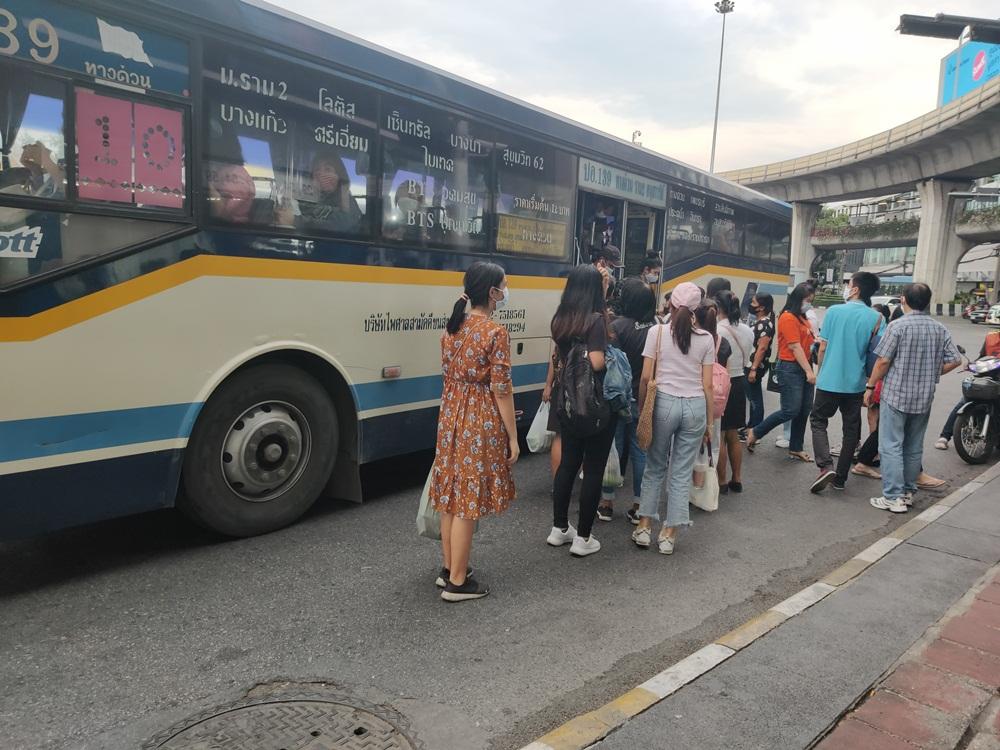 ห่วงปัญหารถเมล์ไม่พอ-ไม่เว้นระยะห่าง เสี่ยงทำโควิด-19 ระบาดซ้ำ thaihealth