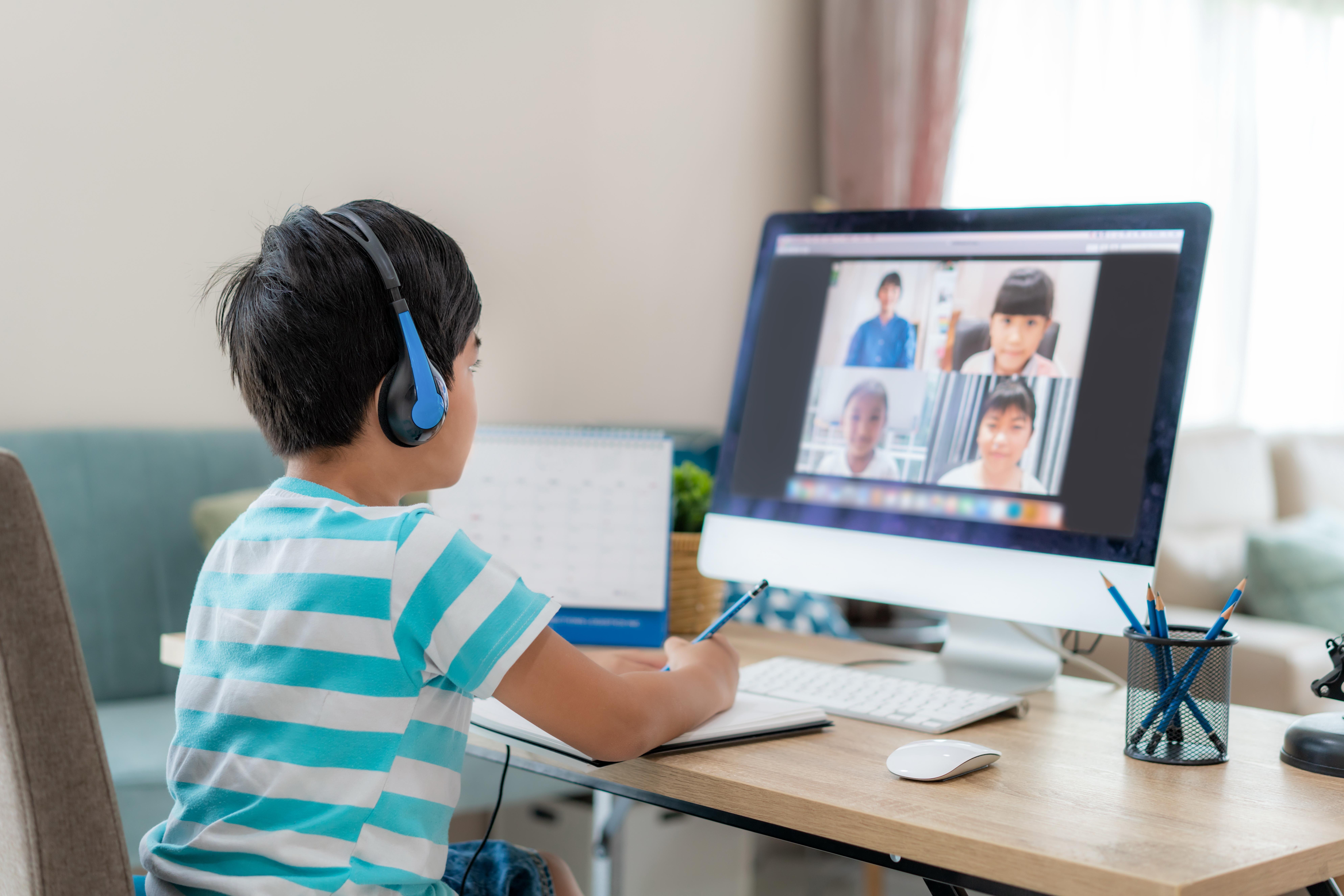 ทำอย่างไร เมื่อลูกต้องเรียนออนไลน์ thaihealth